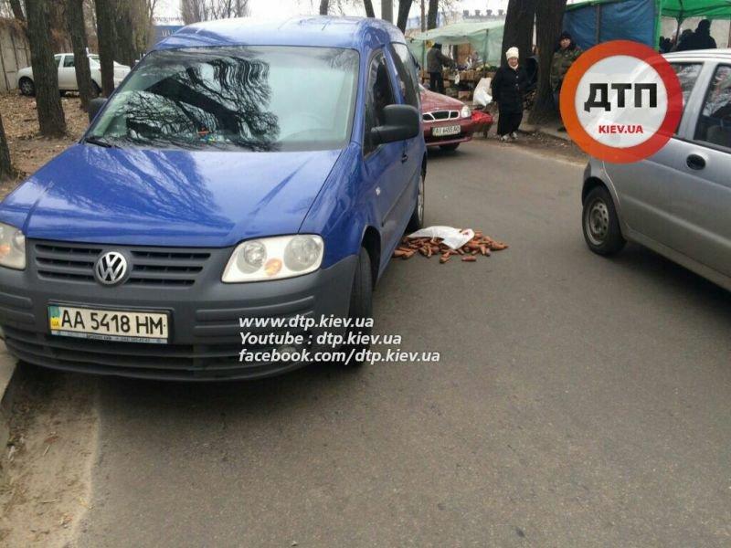 В Киеве Volkswagen Caddy сбил пожилого мужчину (ФОТО) (фото) - фото 1