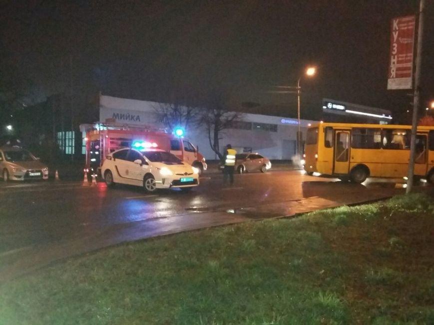 Аварія на вулиці Липинського: опубліковані фото з місця пригоди (фото) - фото 2