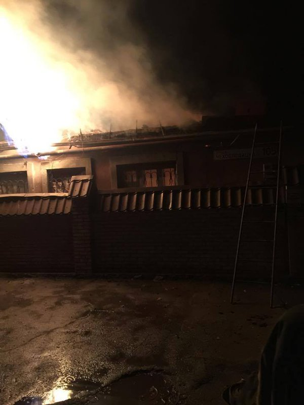 В Донецке в результате артобстрела загорелось два дома (ФОТО) (фото) - фото 4