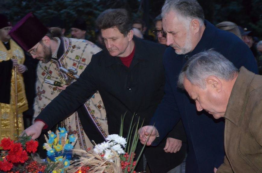 Мариупольцы почтили память жертв голодомора (ФОТОРЕПОРТАЖ+ВИДЕО), фото-19