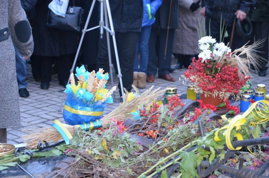 Мариупольцы почтили память жертв голодомора (ФОТОРЕПОРТАЖ+ВИДЕО), фото-4