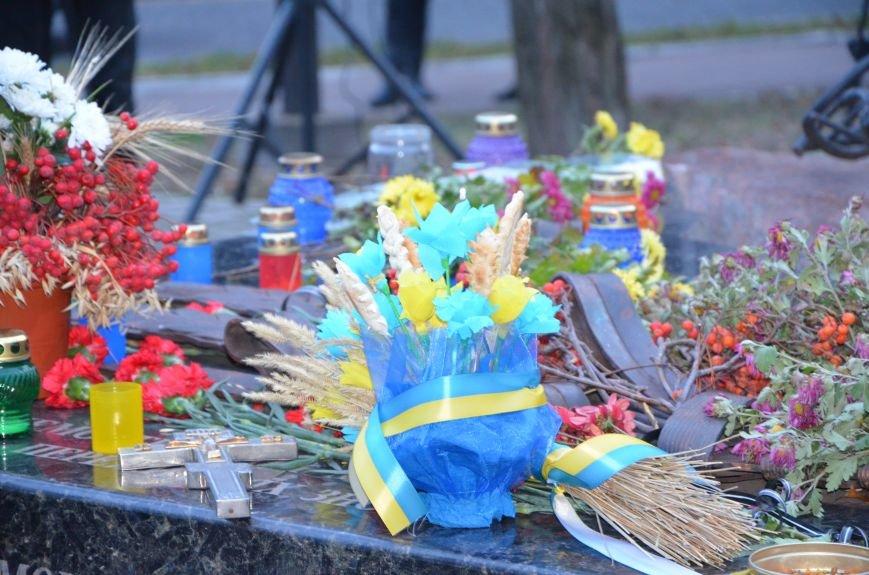 Мариупольцы почтили память жертв голодомора (ФОТОРЕПОРТАЖ+ВИДЕО), фото-1