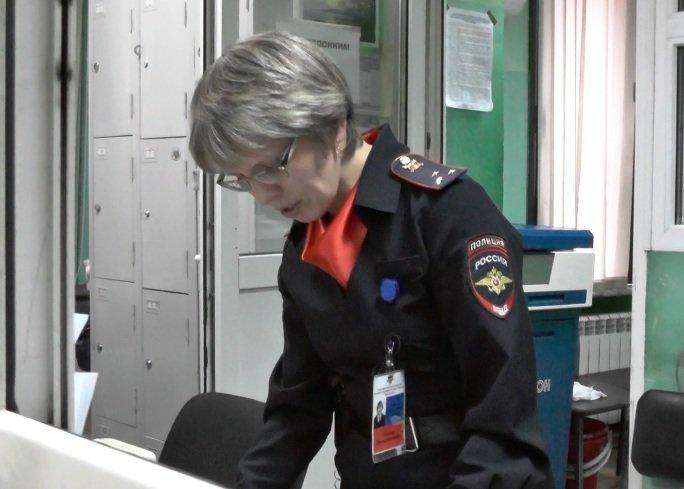 Сотрудника полиции Полевского накануне праздника наградили медалью (фото) - фото 1