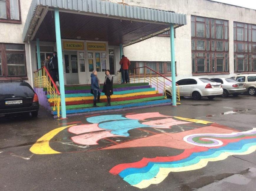 На участки в Приморском районе Мариуполя подвозят избирателей ( Дополнено, ФОТО, ВИДЕО), фото-1