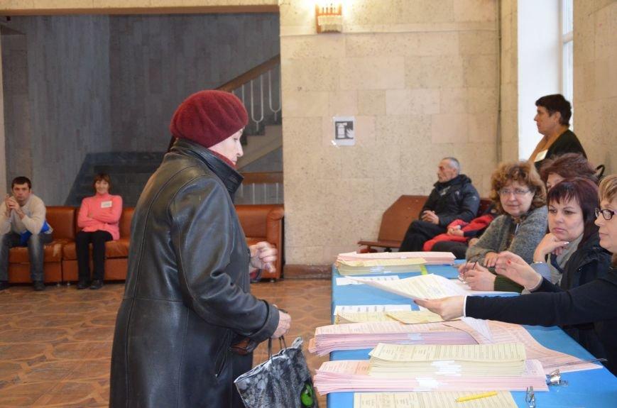 Самые активные избиратели в Мариуполе - пенсионеры (ФОТО+ВИДЕО), фото-2