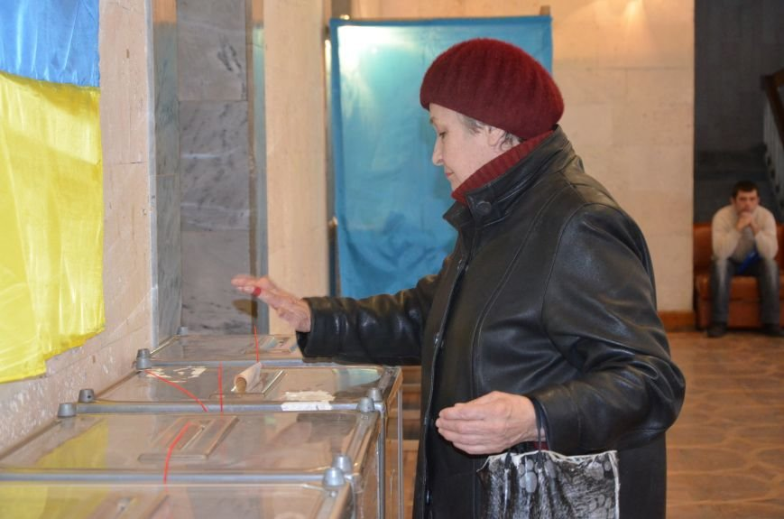 Самые активные избиратели в Мариуполе - пенсионеры (ФОТО+ВИДЕО), фото-3