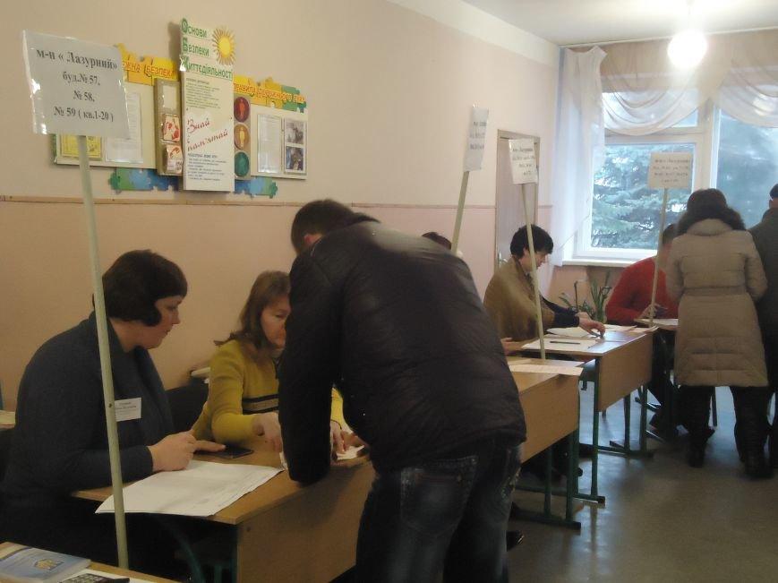 Выборы в Красноармейске 2015: и молодежь, и пенсионеры активно голосуют за свое будущее (фото) - фото 5
