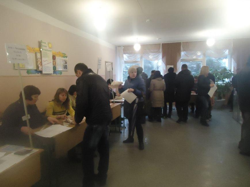 Выборы в Красноармейске 2015: и молодежь, и пенсионеры активно голосуют за свое будущее (фото) - фото 2