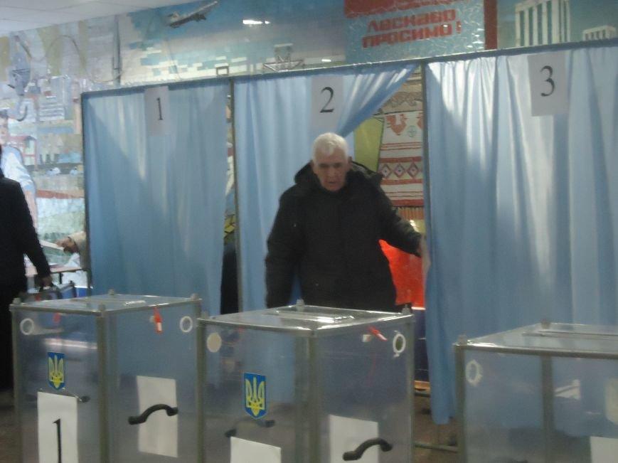 Выборы в Красноармейске 2015: и молодежь, и пенсионеры активно голосуют за свое будущее (фото) - фото 4