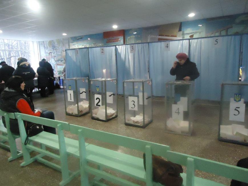 Выборы в Красноармейске 2015: и молодежь, и пенсионеры активно голосуют за свое будущее (фото) - фото 1