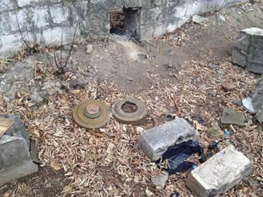 В Донецкой области нашли тайник с противотанковыми и противопехотными минами (ФОТО) (фото) - фото 1
