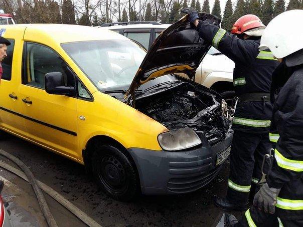 У Львові на автозаправці загорівся автомобіль (ФОТО) (фото) - фото 4