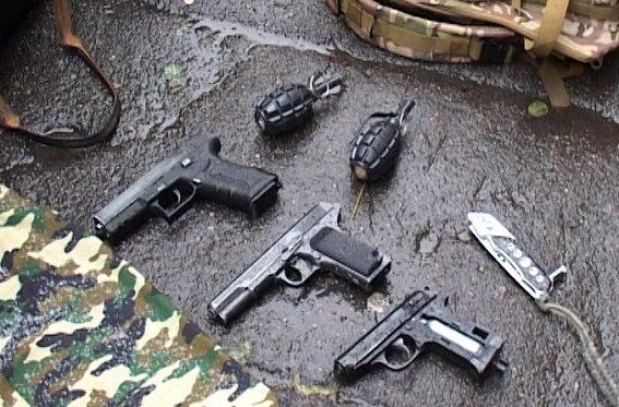 В Киеве парень шёл на Майдан с гранатами и пистолетами (ФОТО, ВИДЕО) (фото) - фото 3