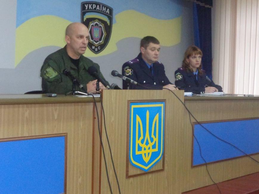 Правоохранители Красноармейска несут усиленный вариант службы во время проведения местных выборов (фото) - фото 1