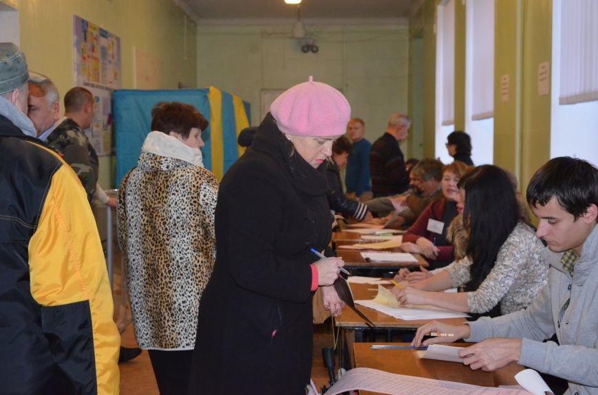 Активность избирателей в Мариуполе увеличилась (ФОТО+ВИДЕО), фото-1