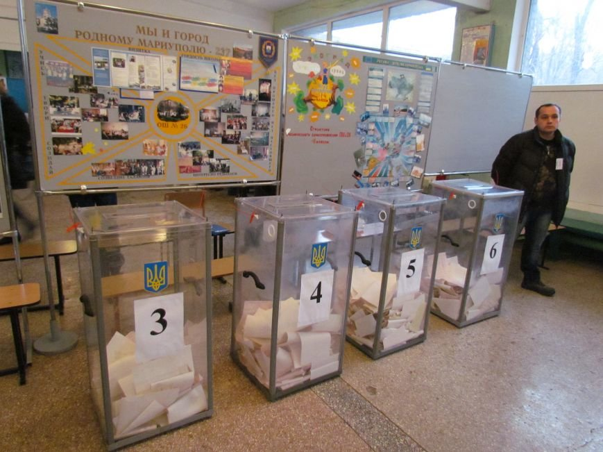 Бдительные мариупольцы засекли у избирательных участков автобусы с избирателями (ФОТО), фото-4