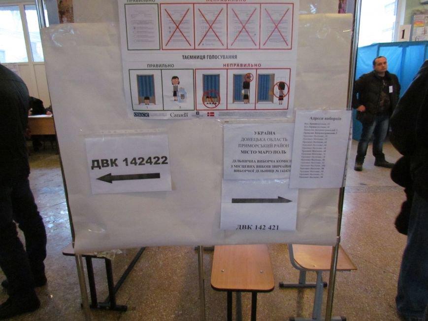 Бдительные мариупольцы засекли у избирательных участков автобусы с избирателями (ФОТО), фото-3