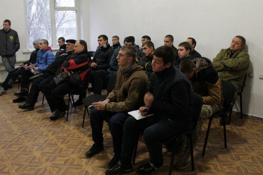 Добропольский ГК «Азов» провел первое занятие по навыкам обращения с оружием (ФОТО), фото-3
