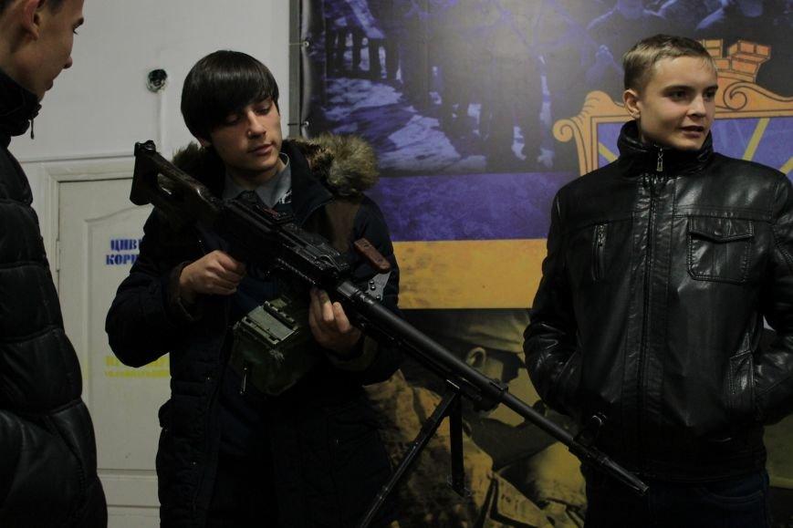 Добропольский ГК «Азов» провел первое занятие по навыкам обращения с оружием (ФОТО), фото-11