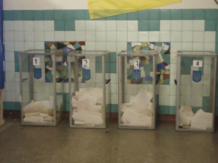 Голосование в Красноармейске: явка избирателей оставляет желать лучшего (фото) - фото 1
