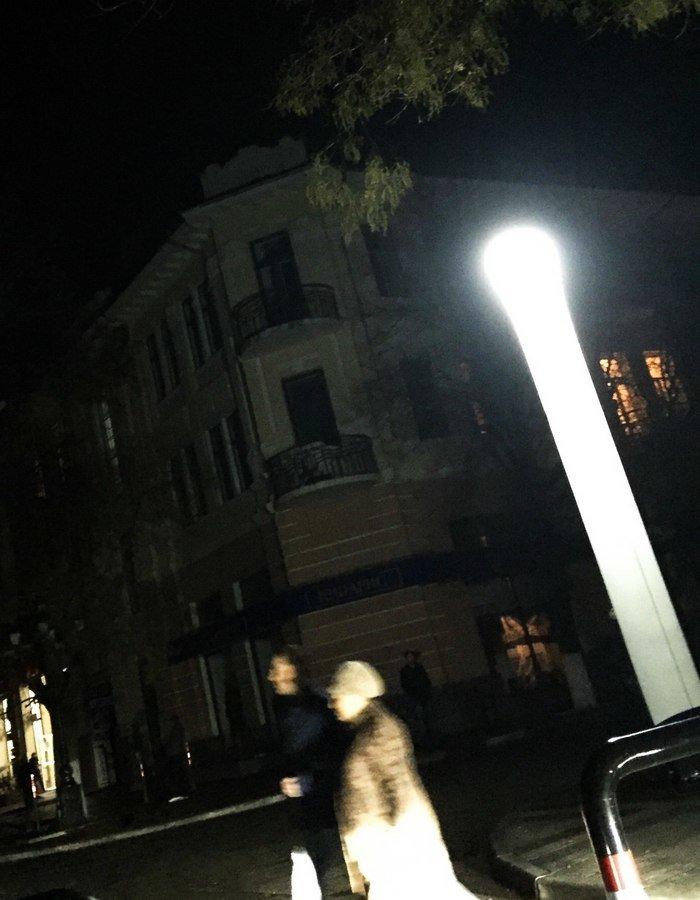 Ночью центр Симферополя освещают гигантские «свечки» (ФОТО, ВИДЕО) (фото) - фото 1