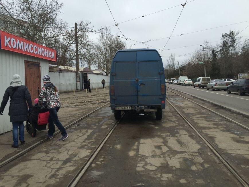 И пусть весь мир подождет: в Николаеве парковка на трамвайных путях стала трендом сезона (ФОТОФАКТ) (фото) - фото 3