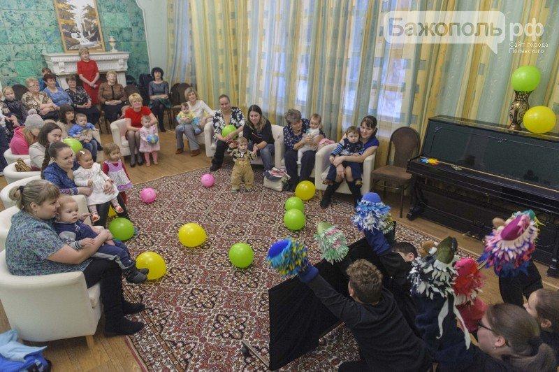 Женсовет градообразующего предприятия поздравил мам с праздником (фото) - фото 1