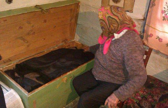 В Емильчинском районе односельчанин украл у бабушки все накоплинные сбережения (фото) - фото 1