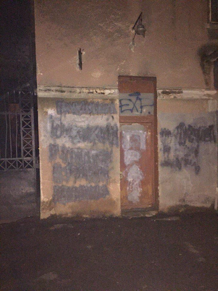 Мореходка заметает следы? На стене одесского училища затерли скандальную надпись (ФОТО) (фото) - фото 2