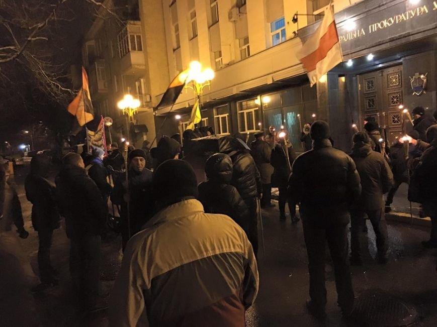 В Киеве ночью активисты устроили факельное шествие к МВД и ГПУ (ФОТО) (фото) - фото 1