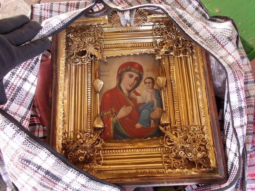 Из Черниговской области россиянка пыталась вывезти икону и старинне деньги (фото) - фото 1