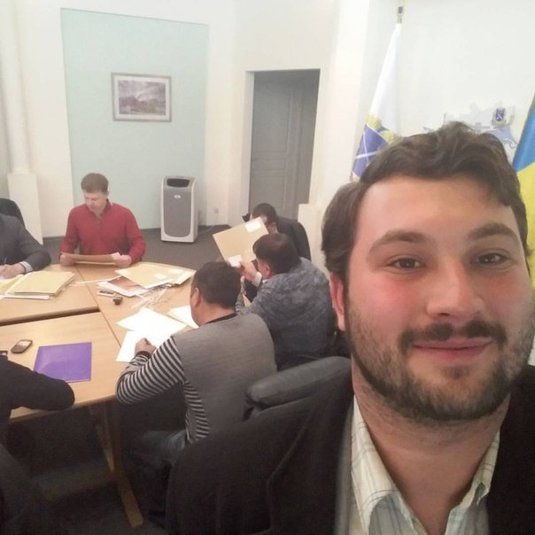 Опрос: должен ли мэр Днепропетровска работать публично и отчитываться перед горожанами о своей работе? (фото) - фото 5