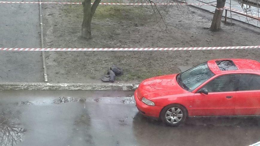 На пр. Червоної Калини знайшли гранату. Опубліковано фото з місця події (фото) - фото 1