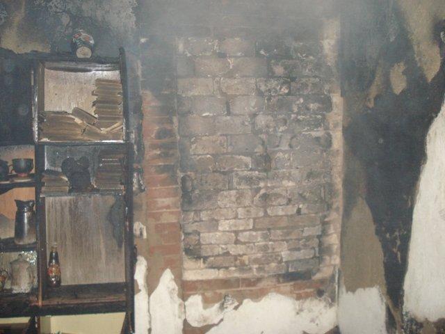 В Попельне очагом пожара стала печь, обклееная обоями (фото) - фото 1