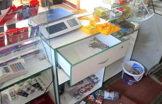 На Полтавщині двоє юнаків обікрали магазин, щоб продовжити «банкет» (фото) - фото 1