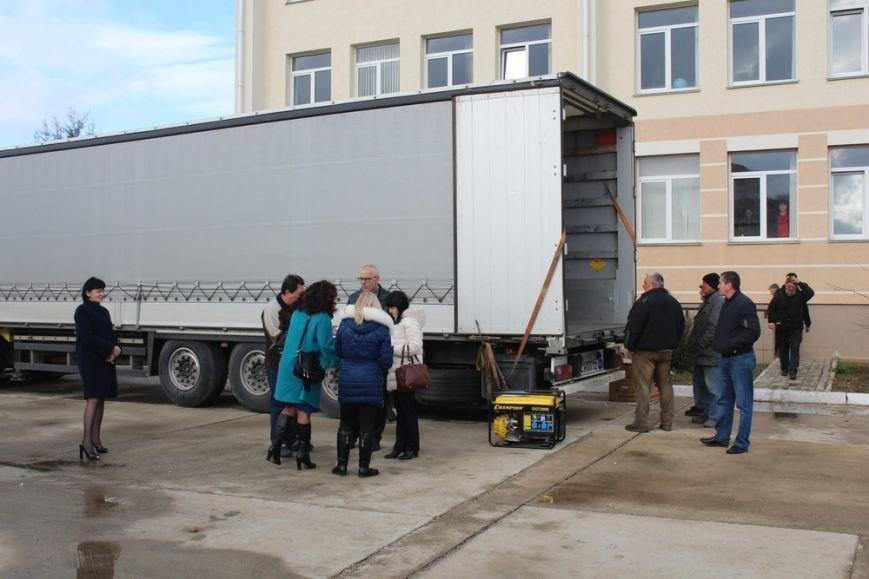 В Симферополь прибыло 80 бензиновых генераторов из Санкт-Петербургаю Их раздадут ветеранам и в частные дома (ФОТО) (фото) - фото 1