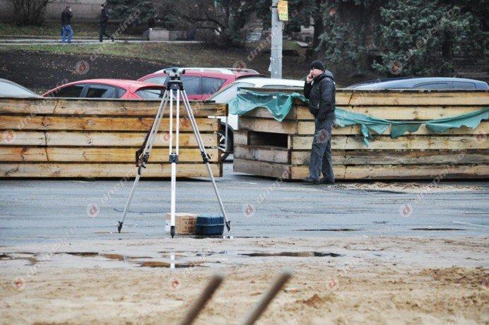 В Днепропетровске строят новогодний каток (ФОТО) (фото) - фото 1