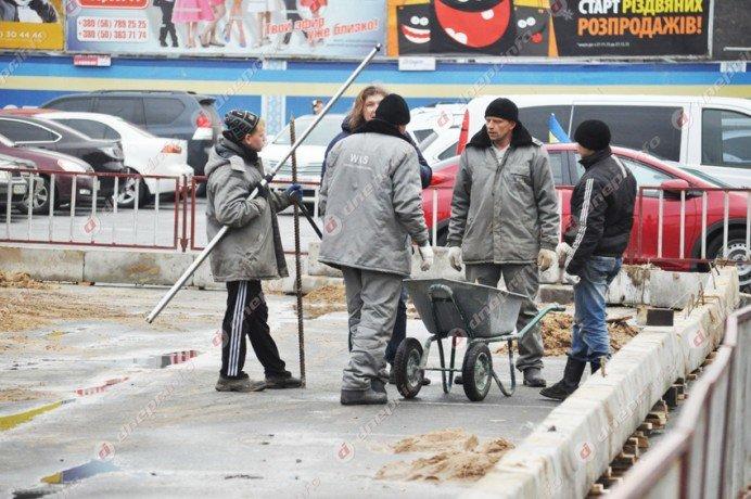 В Днепропетровске строят новогодний каток (ФОТО) (фото) - фото 2