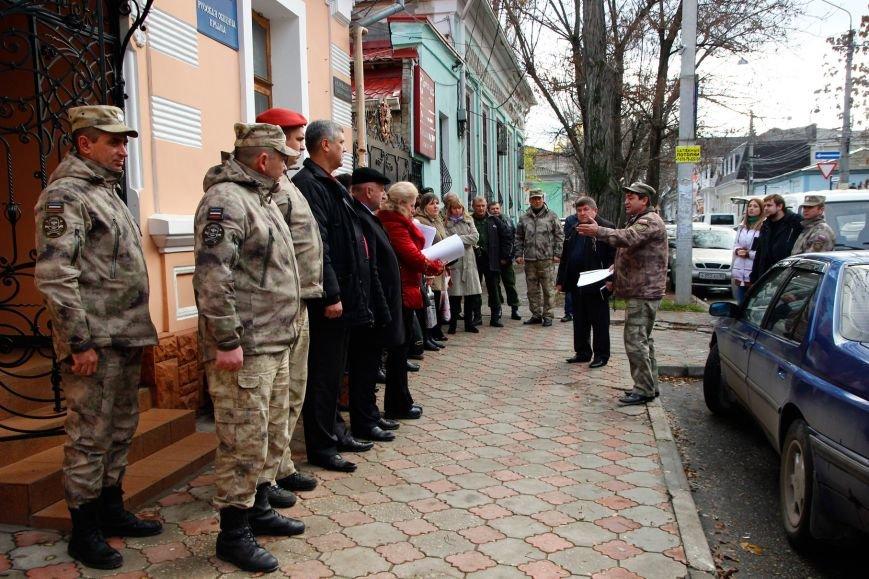 Крымские ополченцы в рамках акции раздали симферопольцам более 3 тысяч свечей (ФОТО), фото-1