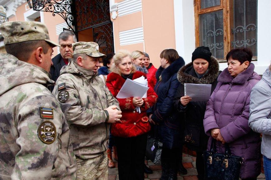 Крымские ополченцы в рамках акции раздали симферопольцам более 3 тысяч свечей (ФОТО), фото-2
