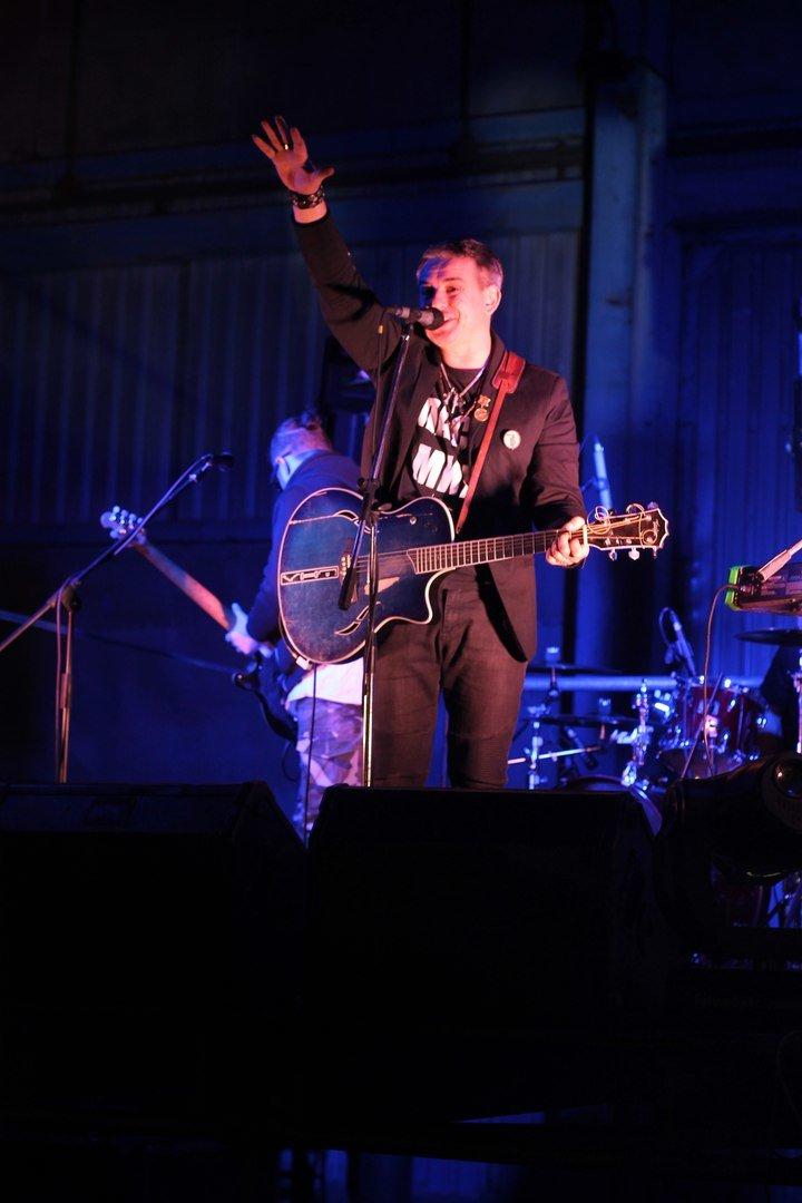 Рок-группа «7Б» отыграла в Симферополе концерт, несмотря на проблемы со светом (ФОТО, ВИДЕО) (фото) - фото 4