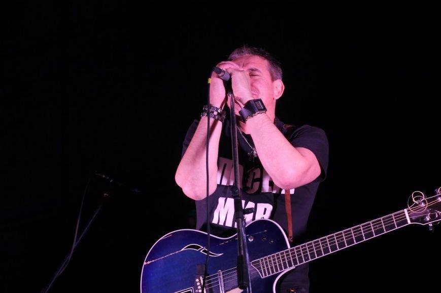 Рок-группа «7Б» отыграла в Симферополе концерт, несмотря на проблемы со светом (ФОТО, ВИДЕО) (фото) - фото 6