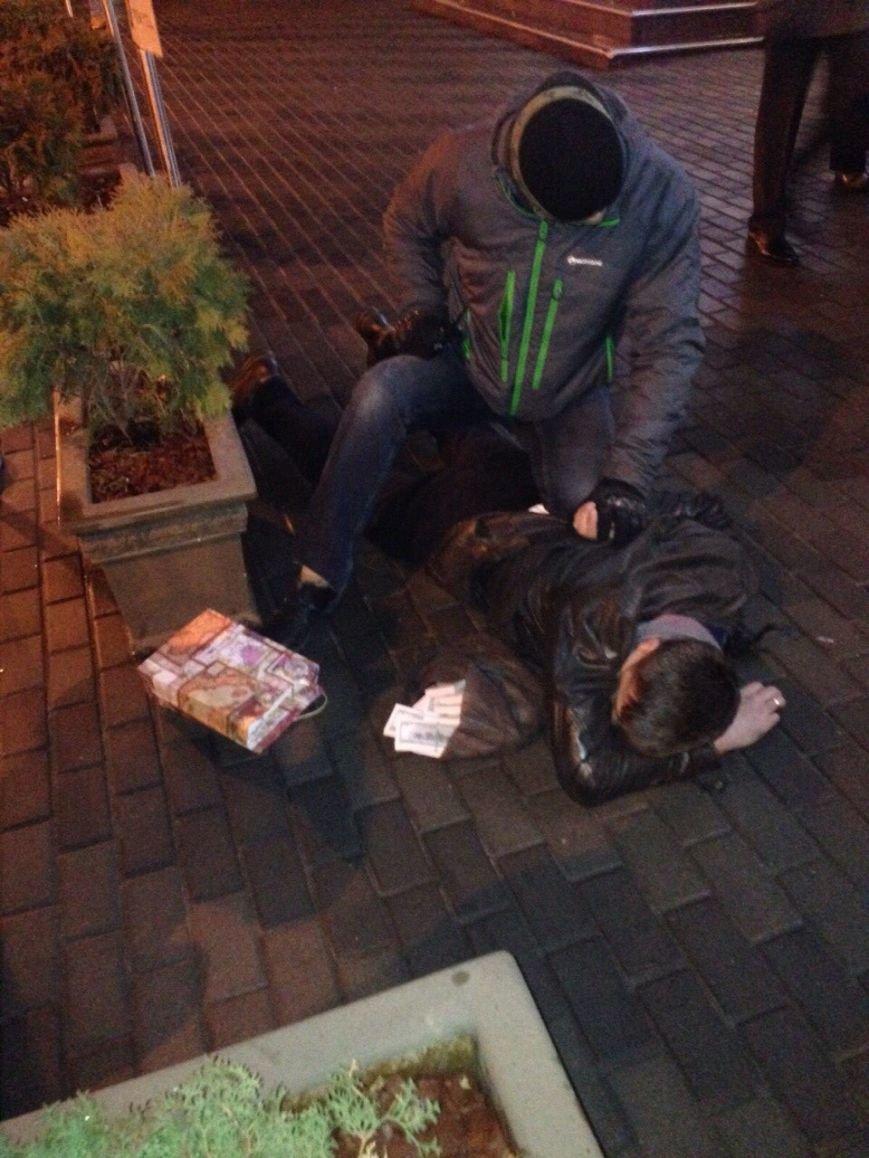 В Киеве задержали заместителя прокурора Подолького района (фото) - фото 1