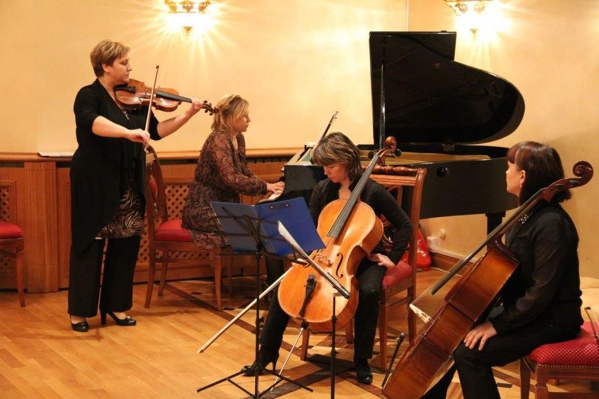 «Женщины Сыктывкара» провели День матери в театре драмы (фото) - фото 2