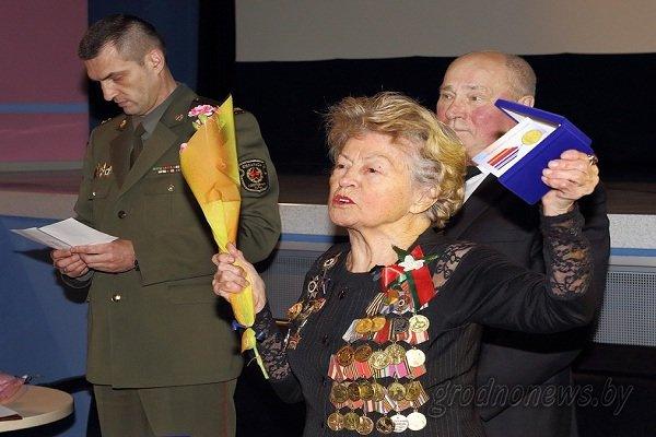 В Гродно ветеранам Великой Отечественной войны, принимавшим участие в освобождении Чехословакии и Праги, вручили награды (фото) - фото 2