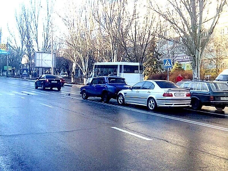 В Мариуполе столкнулись 3 автомобиля (ФОТО) (фото) - фото 1