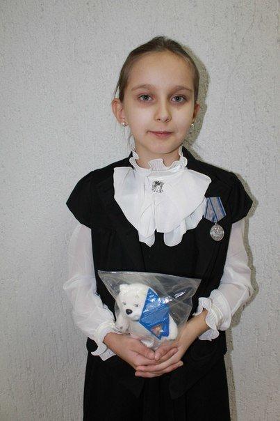В «ЛНР» выдали орден 9-летней девочке, которая служит в бригаде боевиков «Призрак» (фото) - фото 1