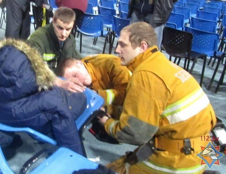 В Гродно 8-летний ребёнок застрял в пластиковом стуле (фото) - фото 3