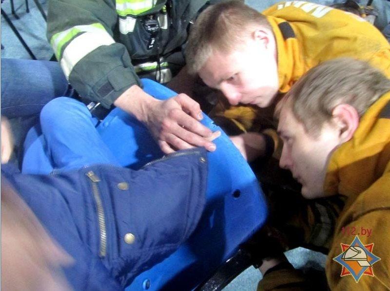 В Гродно 8-летний ребёнок застрял в пластиковом стуле (фото) - фото 2