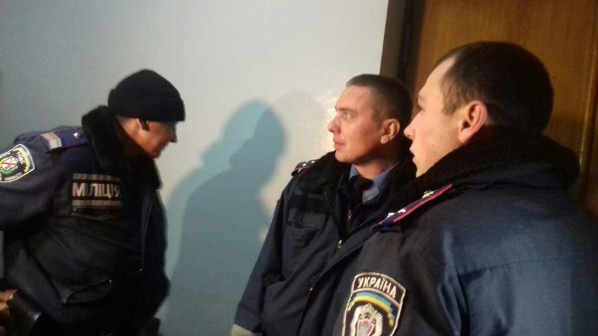 В Криворожский горисполком прибыла полиция и опрашивает членов горизбиркома (ФОТО) (фото) - фото 1
